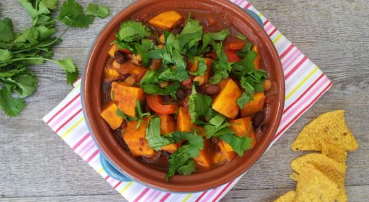 sweet-potato-black-bean-chickpea-chili-v800-950x522