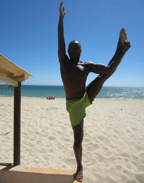 paul_standing_splits